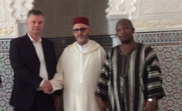 Med the honourable mr Abdesselam Lazaar och midddagsbönens muezzin. Foto: Adal