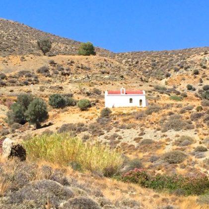 Religionen, grekisk-ortodox är levande på Kreta, där kapellen ligger tätt mellan de höga bergen. Foto: Helene Bergman