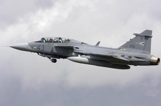 Sverige riskerar tappa strategisk vapenaffär. Regeringen och moderaterna pekas ut som ansvariga